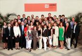 Společná fotografie absolventů