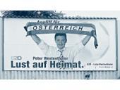 Billboard Svazu pro Budoucnost Rakouska využívající modrou barvu tradičně spojovanou se stranou, z níž se Svaz oddělil.