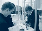 Petr Robejšek podepisoval svoji novou knihu Svět viděný z Řípu