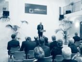 Dlouhodobý cíl založit vysokou školu se v roce 2006 podařilo naplnit. Foto je ze slavnostního otevření Měšťanské besedy, kde škola sídlí.