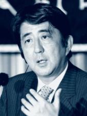 Současný prezident strany a premiér Shinzo Abe
