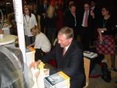 Předseda ODS rozdával nejen autogramy, ale i úsměvy