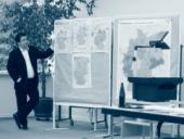 Frantk Leptien, asistent Doc. Petra Robejška, přednáší o situaci po volbách v SRN