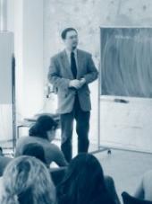 Roman Joch při přednášce na Havlíčkově gymnáziu