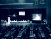 Konferenci sledoval nabitý sál hotelu Sigmia, kde před patnácti lety byla založena ODS.